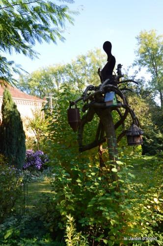 jardin,asters,fleurs blanches,chatte,rosiers roses 088.JPG