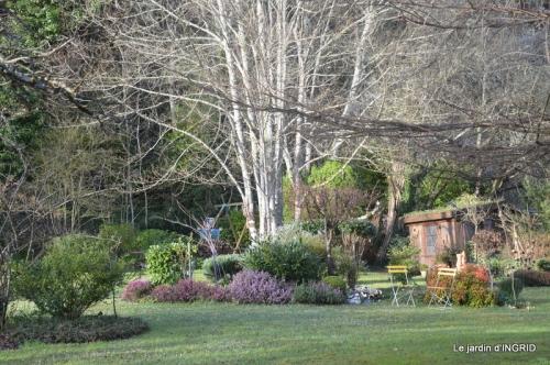 Romane,arbre de Paques,chez Bernadette,jardin 044.JPG