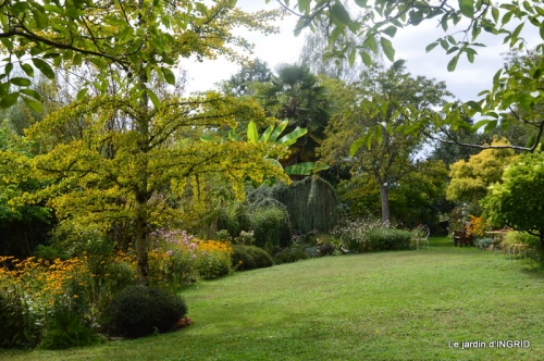 Cadouin,Lalinde chapelle,cascade,jardin,papillon 046.JPG