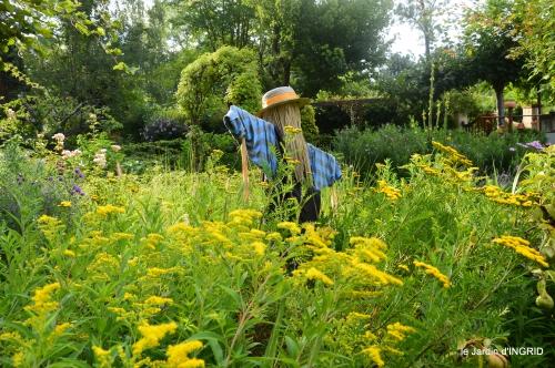 Ines,jardin,lagestromia,brocante Lalinde 123.JPG