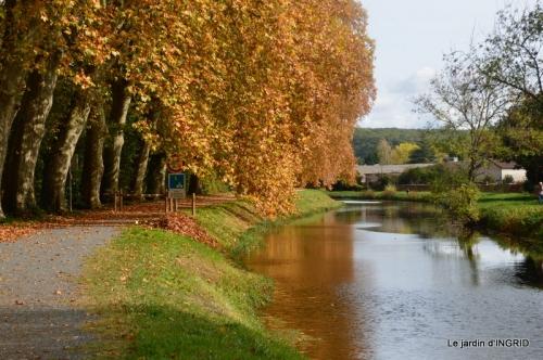 canal automne ,jardin,Ines 100.JPG