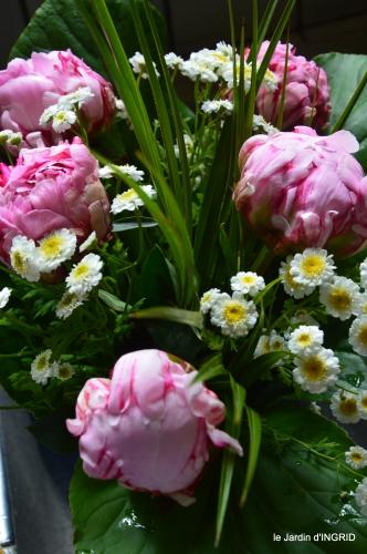 jardin,chez Bernadette,puces,cygnes,pluie 066.JPG