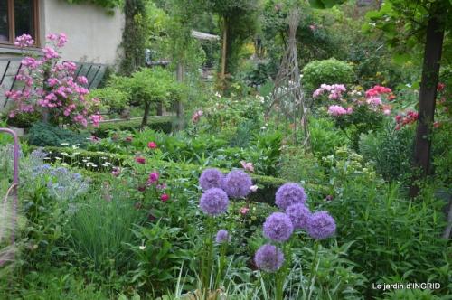 jardin en mai,visites bus,petit jardin 212.JPG