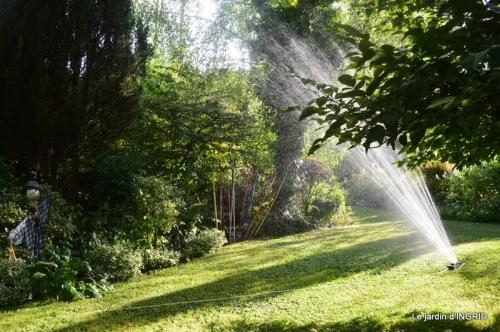 la Couze,les filles,jardin,bambous peints 092.JPG