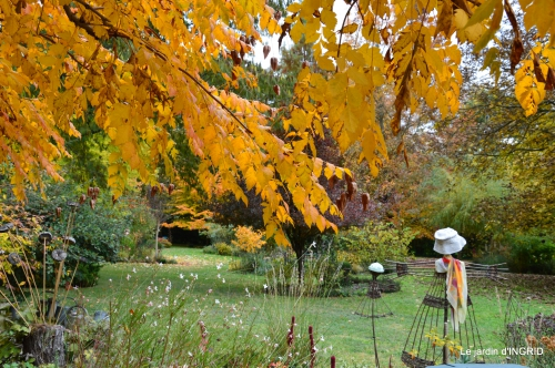 les arbres en automne,cabane 017.JPG