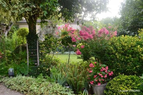 Ines,jardin,lagestromia,brocante Lalinde 133.JPG