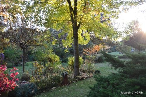 Noel jardiland,Dordogne,canal,Land Art,tonte 137.JPG