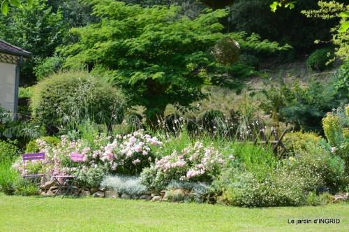 jardin fin mai,les filles 073.JPG