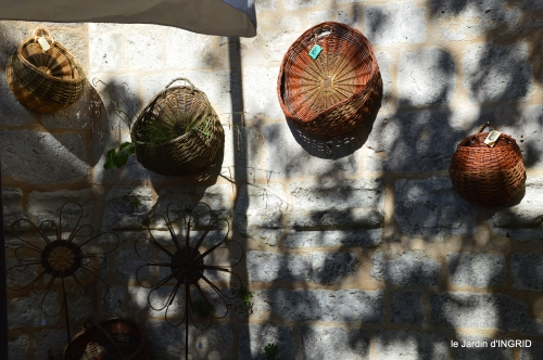 Issygeac,st Avit Seigneur,carpes kois,jardin,fleurs rouges 043.JPG