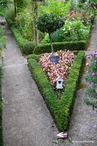 taille,jardin,bouquets,salon du livre,Ines,piscine,filles 001.jpg