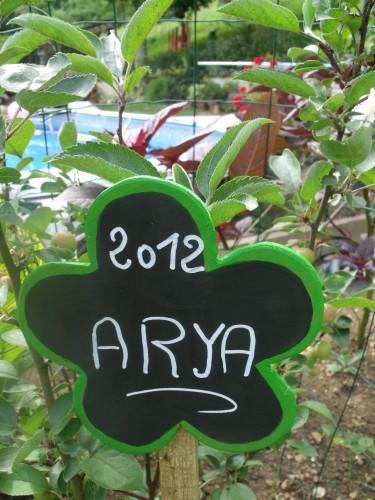 Meyrals,les filles,jardin 033.JPG