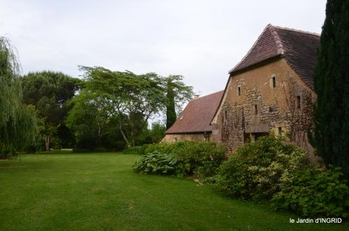 jardin,chez Bernadette,puces,cygnes,pluie 186-001.JPG