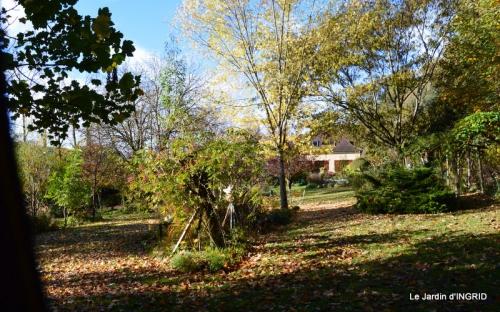 Romefort,bord de Creuse,vent,feuilles,jardin,canal 097.JPG