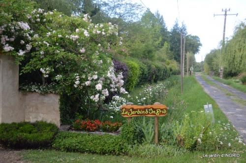 jardin en mai,visites bus,petit jardin 271.JPG