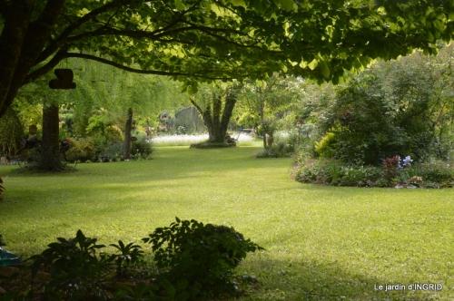 jardin en mai,visites bus,petit jardin 255.jpg