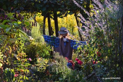 marché Issigeac,decos citrouilles,jardin automne,compo dahlias 073.JPG