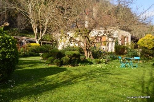 canal,jardin,dentelles 061.JPG