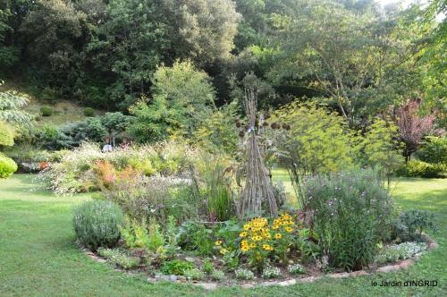 Meyrals,le Bugue,jardin 098.JPG