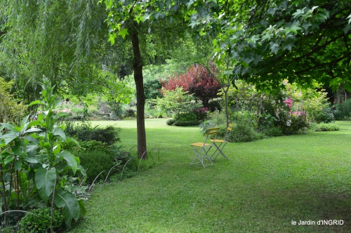 potager,chenille,pour le 18 juin,tour du jardin 056.JPG