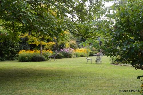 Meyrals,le Bugue,jardin 135.JPG