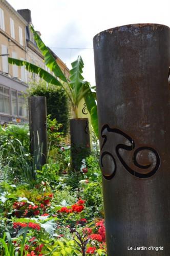 décos vélos Bergerac,Mne Peyrichou,tournesols,passerelle Lalinde 063.JPG