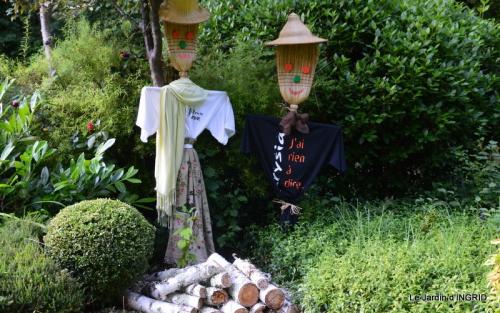 épouvantails ,jardin,roses 074.JPG