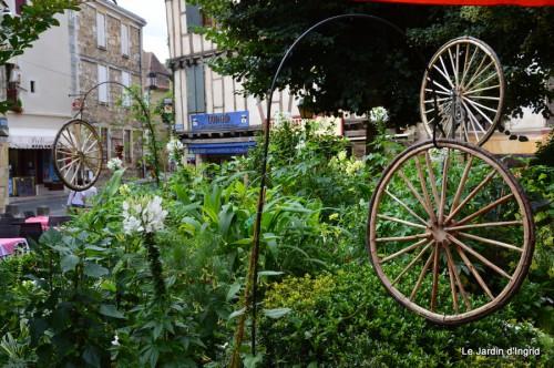 décos vélos Bergerac,Mne Peyrichou,tournesols,passerelle Lalinde 048.JPG
