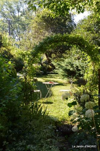 jardin,marché,vieilles photos,bignonia,gouttes,Ste Avit Seigneur 043.JPG