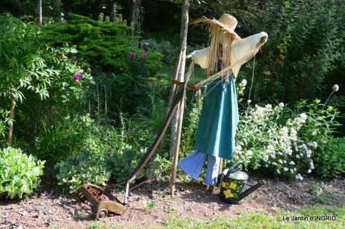 épouvantails ,jardin,roses 036.JPG