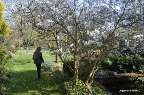 Romane,arbre de Paques,chez Bernadette,jardin 021.JPG