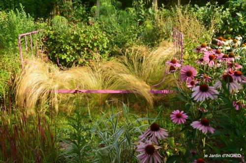 Ines,jardin,lagestromia,brocante Lalinde 122.JPG