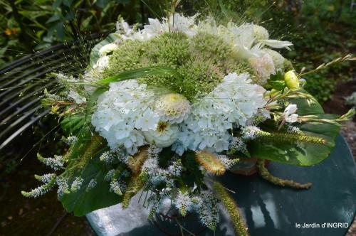taille,jardin,bouquets,salon du livre,Ines,piscine,filles 053.JPG