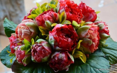 jardin avril,tulipes pivoine,iris d'eau,chenilles 055.JPG
