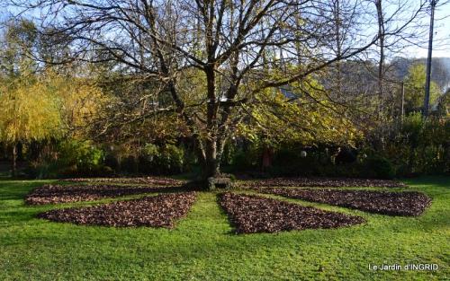 jardin, feuilles,sauges,gloriette,land art 100.JPG