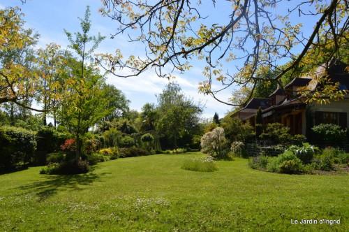 ancolies,jardins de la Brande,les filles et Caro 183.JPG
