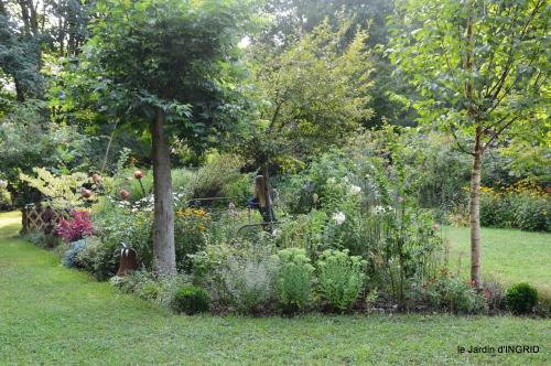 Meyrals,le Bugue,jardin 102.JPG