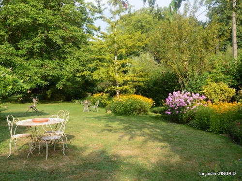 la Couze,les filles,jardin,bambous peints 060.JPG