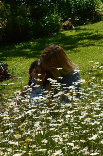mai au jardin,les filles 116.JPG