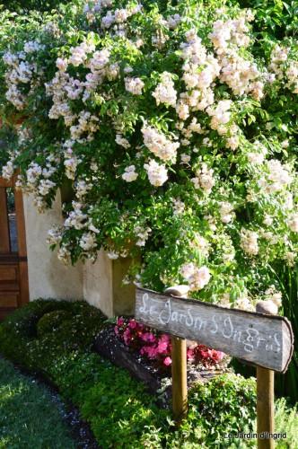 Arya,roses,cygnes,coulobre,nigelles,abeille,cabane 099.JPG