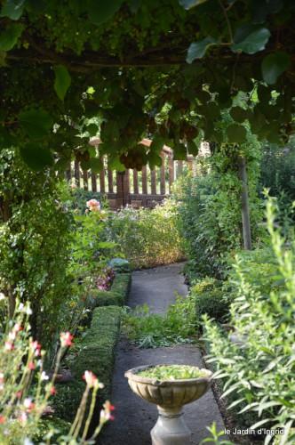 jardin,fruits,Caro,papillons,manthe religieuse,Lalinde 066.JPG