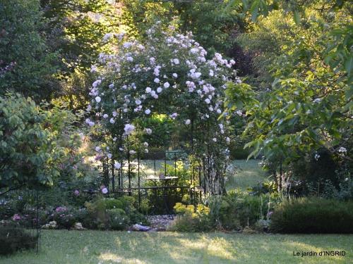 les roses,les 4 filles,jardin,Julie,coquelicots,cygnes 049.JPG