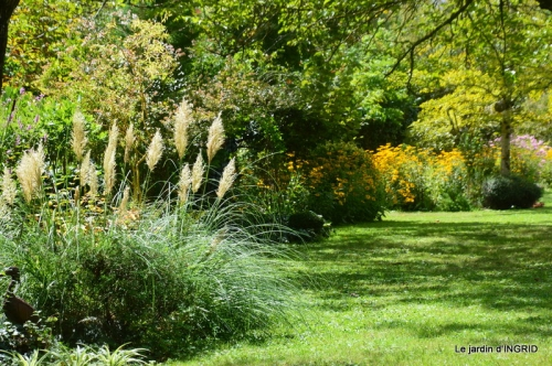 Cadouin,Lalinde chapelle,cascade,jardin,papillon 084.JPG