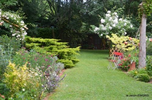 tour jardin de mai ,les épouvantails,préparation 052.JPG