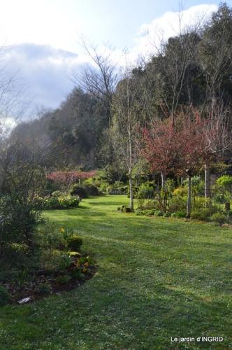 canal,jardin,dentelles 074.JPG