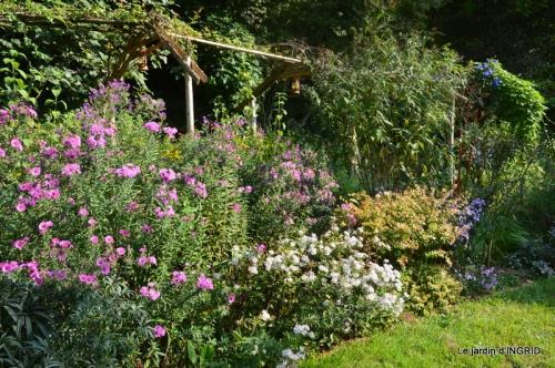 male ancienne,septembre jardin,couronne,bouquet 043.JPG