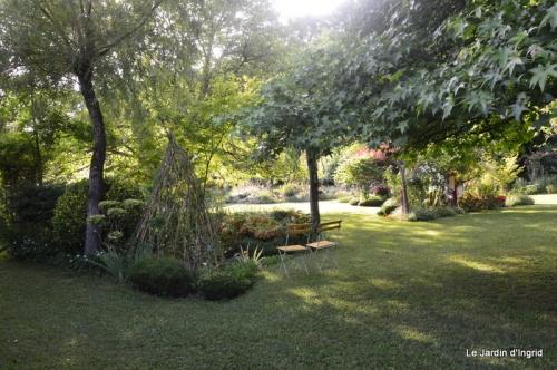 en juin jardin 165.JPG