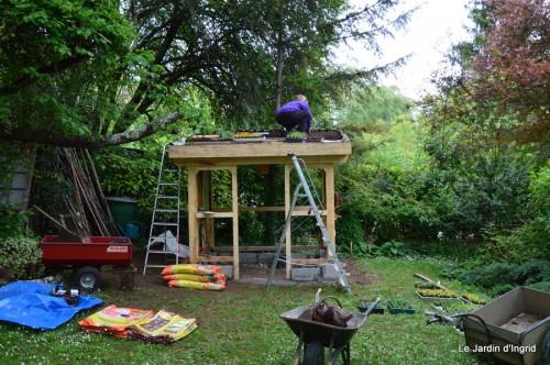 roses,Lalinde,toit cabane,pourpre,eglise,jardin tondue 074.JPG