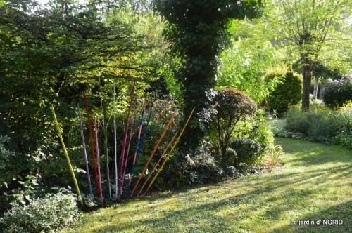 la Couze,les filles,jardin,bambous peints 087.JPG