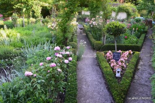 Trémolat,petit jardin,Julie 072.JPG