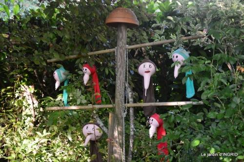 tour jardin de mai ,les épouvantails,préparation 081.JPG